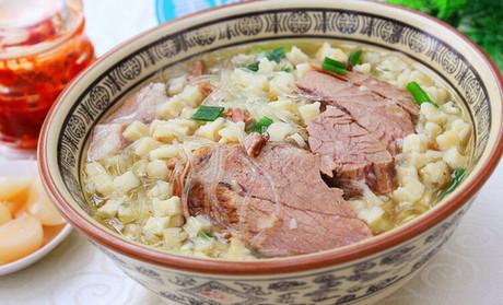 做牛羊肉泡馍,捞肉出汤全